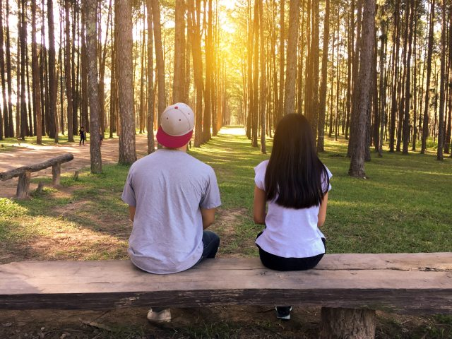 bench-countryside-couple-450050